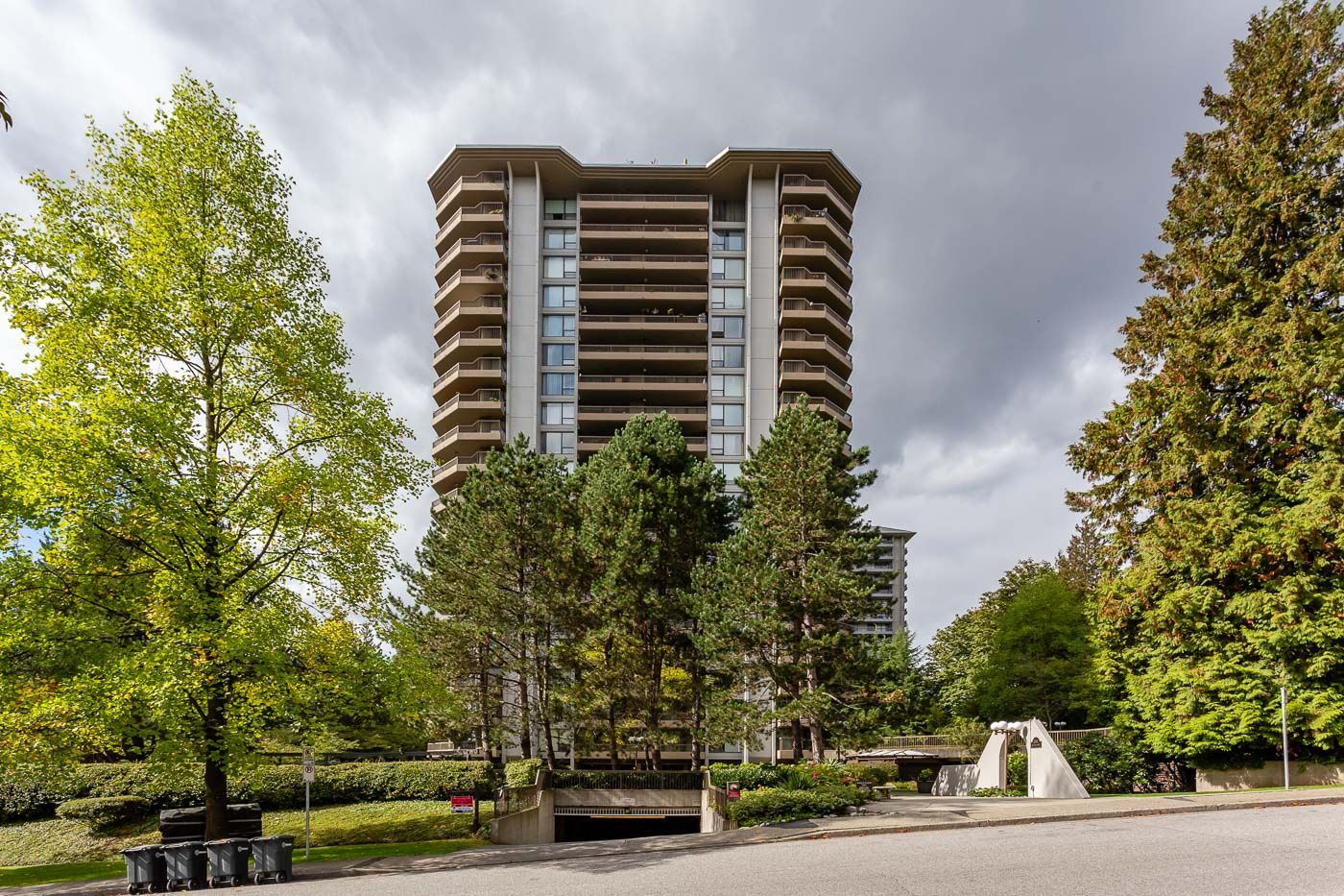 """Main Photo: # 501 -  2041 BELLWOOD AVENUE in Burnaby: Brentwood Park Condo for sale in """"ANOLA PLACE"""" (Burnaby North)  : MLS®# R2308954"""