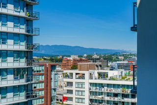 """Photo 13: 1510 111 E 1ST Avenue in Vancouver: Mount Pleasant VE Condo for sale in """"BLOCK 100"""" (Vancouver East)  : MLS®# R2607097"""
