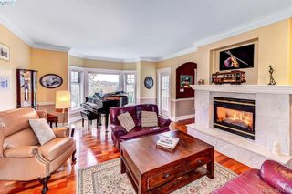 Photo 2: 814 Royal Oak Ave in VICTORIA: SE Broadmead House for sale (Saanich East)  : MLS®# 778638