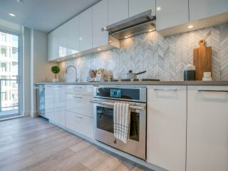 """Photo 8: 1301 8570 RIVERGRASS Drive in Vancouver: South Marine Condo for sale in """"AVALON PARK 2 - RIVER DISTRICT"""" (Vancouver East)  : MLS®# R2444110"""