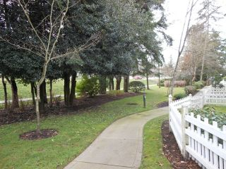 """Photo 15: 68 2678 KING GEORGE Boulevard in Surrey: King George Corridor Townhouse for sale in """"Mirada"""" (South Surrey White Rock)  : MLS®# R2042997"""