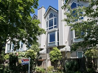 Photo 2: 130 LAKEWOOD DRIVE in Vancouver East: Hastings Home for sale ()  : MLS®# R2067409