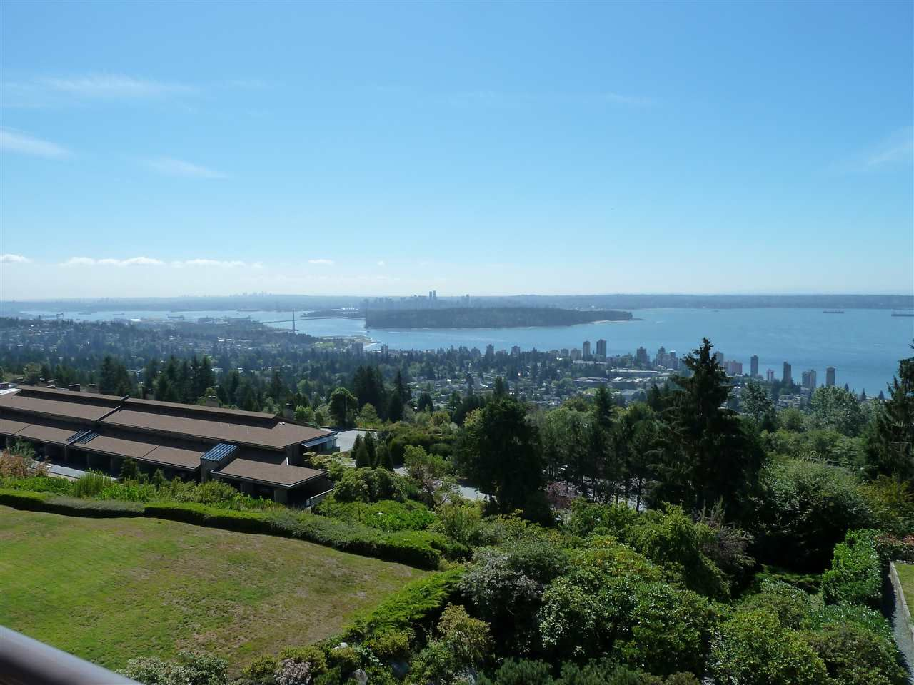 """Main Photo: 45 2238 FOLKESTONE Way in West Vancouver: Panorama Village Condo for sale in """"Panorama Village"""" : MLS®# R2101281"""