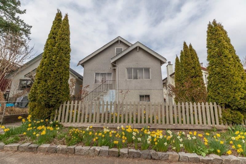 Main Photo: 2163 WILLIAM Street in Vancouver: Grandview Woodland House for sale (Vancouver East)  : MLS®# R2564531