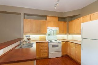 """Photo 6: 40 11860 RIVER Road in Surrey: Royal Heights Townhouse for sale in """"Cypress Ridge"""" (North Surrey)  : MLS®# R2267961"""