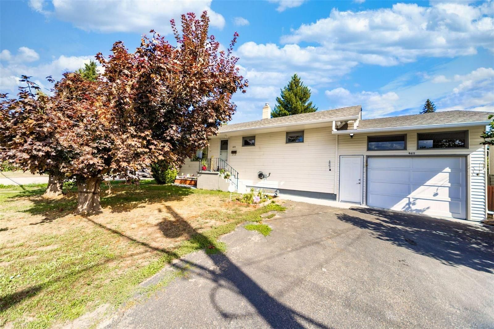 Main Photo: 4611 Pleasant Valley Road, in Vernon: House for sale : MLS®# 10240230
