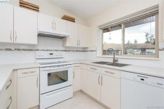 Photo 7: 22 4140 Interurban Rd in VICTORIA: SW Strawberry Vale Row/Townhouse for sale (Saanich West)  : MLS®# 780996
