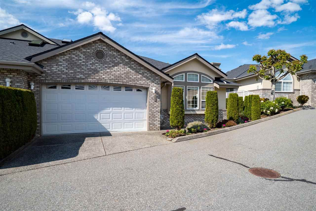 """Photo 4: Photos: 13 32777 CHILCOTIN Road in Abbotsford: Central Abbotsford Townhouse for sale in """"Cartier Heights"""" : MLS®# R2454718"""