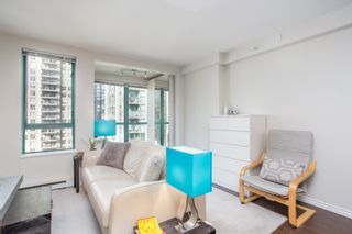 """Photo 3: 1210 939 HOMER Street in Vancouver: Yaletown Condo for sale in """"THE PINNACLE"""" (Vancouver West)  : MLS®# R2461082"""