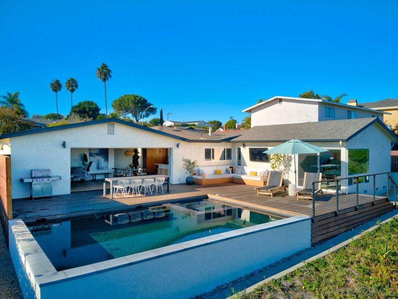 FEATURED LISTING: 5745 Soledad Mountain Rd La Jolla