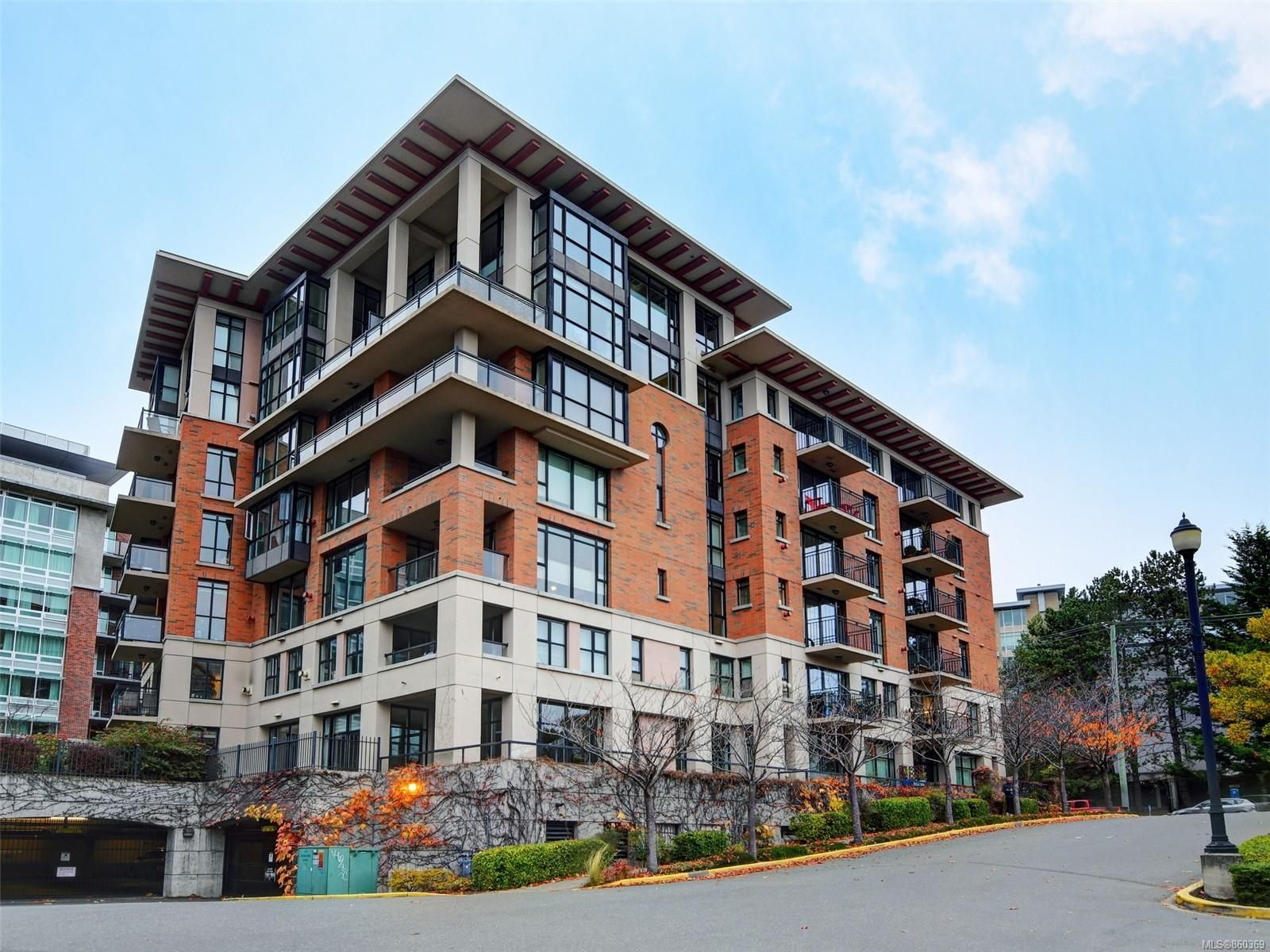 Main Photo: 608 827 Fairfield Rd in : Vi Fairfield West Condo for sale (Victoria)  : MLS®# 860369
