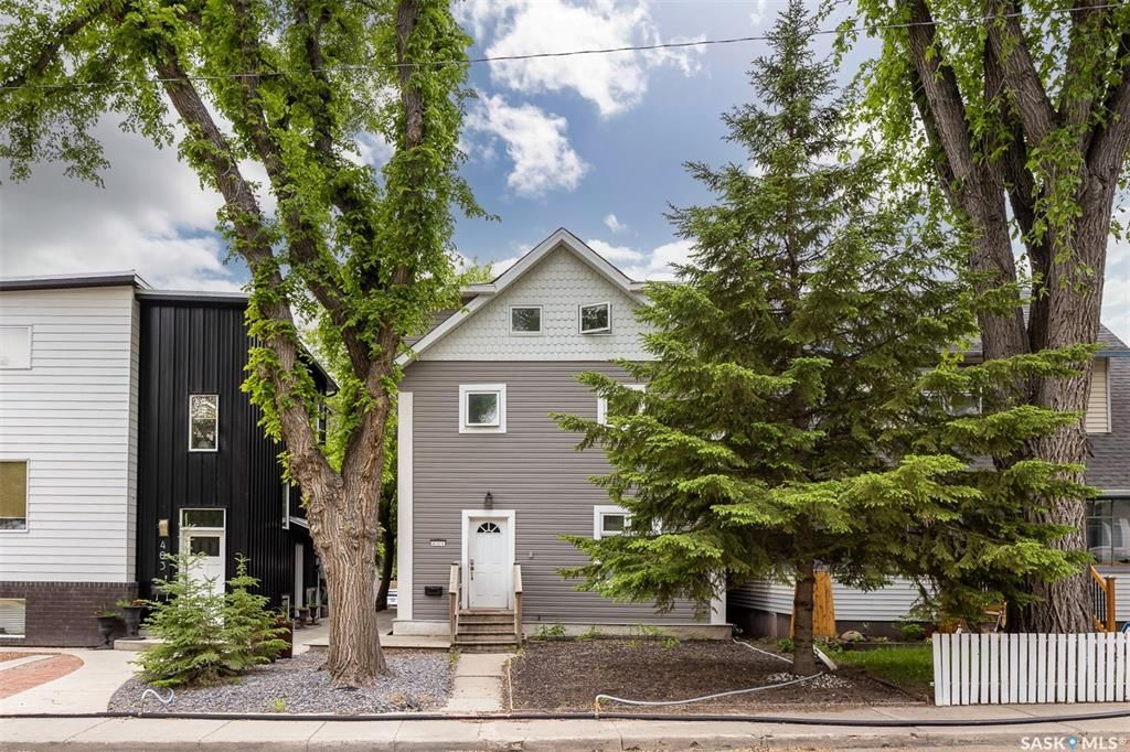 Main Photo: 405 27th Street West in Saskatoon: Caswell Hill Residential for sale : MLS®# SK859118