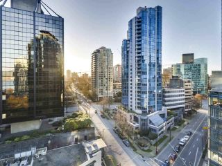 "Photo 13: 1305 588 BROUGHTON Street in Vancouver: Coal Harbour Condo for sale in ""HARBOURSIDE PARK"" (Vancouver West)  : MLS®# R2547204"