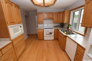 Photo 4: 413 112th Street West in Saskatoon: Sutherland Residential for sale : MLS®# SK864508