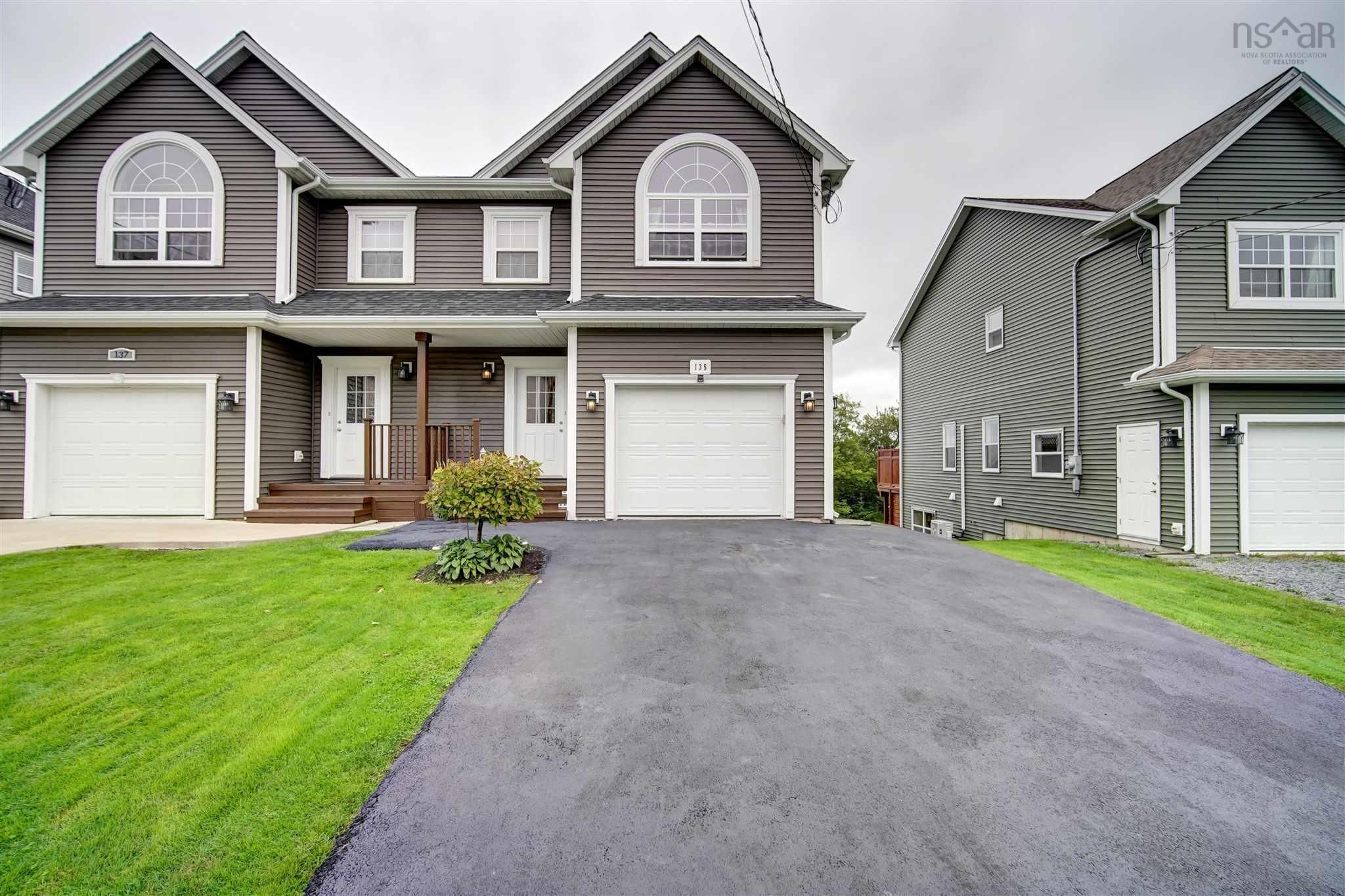 Meticulously maintained !!