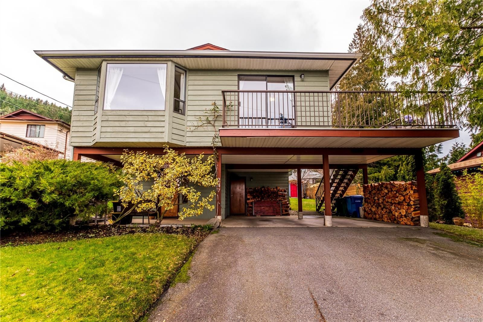 Main Photo: 247 Chambers Pl in : Na University District House for sale (Nanaimo)  : MLS®# 879336