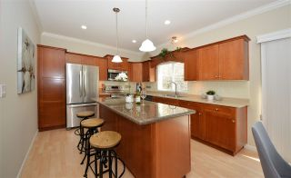 """Photo 4: 28 3363 ROSEMARY HEIGHTS Crescent in Surrey: Morgan Creek Townhouse for sale in """"Rockwell"""" (South Surrey White Rock)  : MLS®# R2568501"""