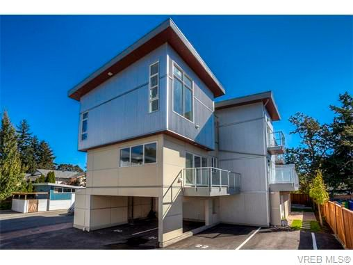 Main Photo: 118 2737 Jacklin Rd in VICTORIA: La Langford Proper Row/Townhouse for sale (Langford)  : MLS®# 746351