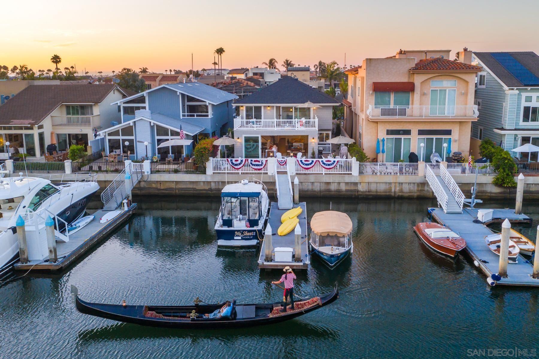 Main Photo: CORONADO CAYS House for sale : 5 bedrooms : 16 Green Turtle Rd in Coronado