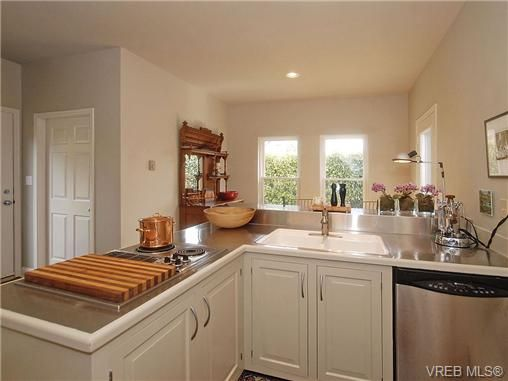 Photo 7: Photos: 244 King George Terrace in VICTORIA: OB Gonzales Residential for sale (Oak Bay)  : MLS®# 328404
