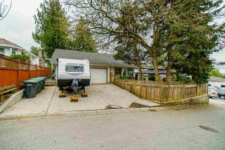 """Photo 34: 18055 64 Avenue in Surrey: Cloverdale BC House for sale in """"CLOVERDALE"""" (Cloverdale)  : MLS®# R2572138"""