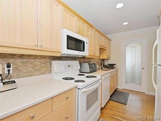Photo 7: 418 W Burnside Rd in VICTORIA: SW Tillicum Row/Townhouse for sale (Saanich West)  : MLS®# 743664