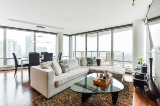 """Photo 3: 1902 1228 MARINASIDE Crescent in Vancouver: Yaletown Condo for sale in """"Crestmark II"""" (Vancouver West)  : MLS®# R2582919"""