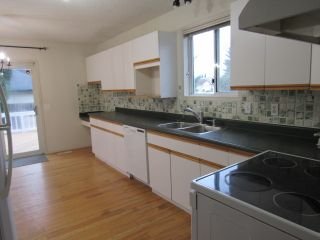 Photo 2: 109 Delage Crescent in St. Albert: House for rent