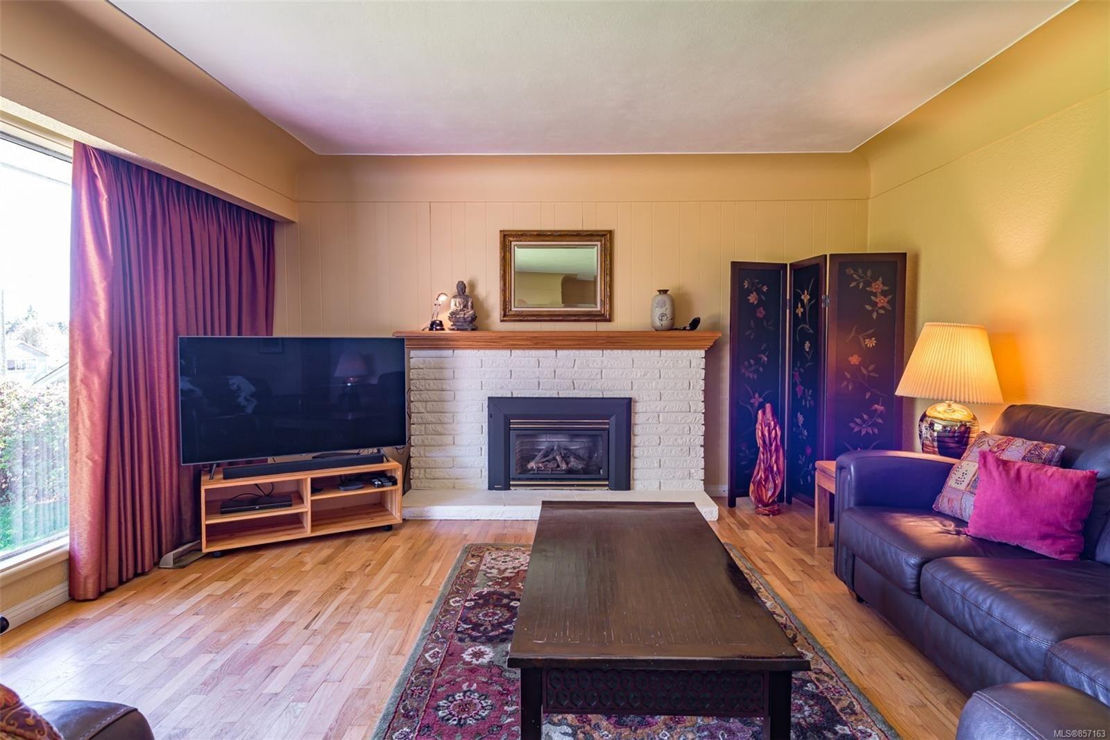 Photo 10: Photos: 4241 Buddington Rd in : CV Courtenay South House for sale (Comox Valley)  : MLS®# 857163