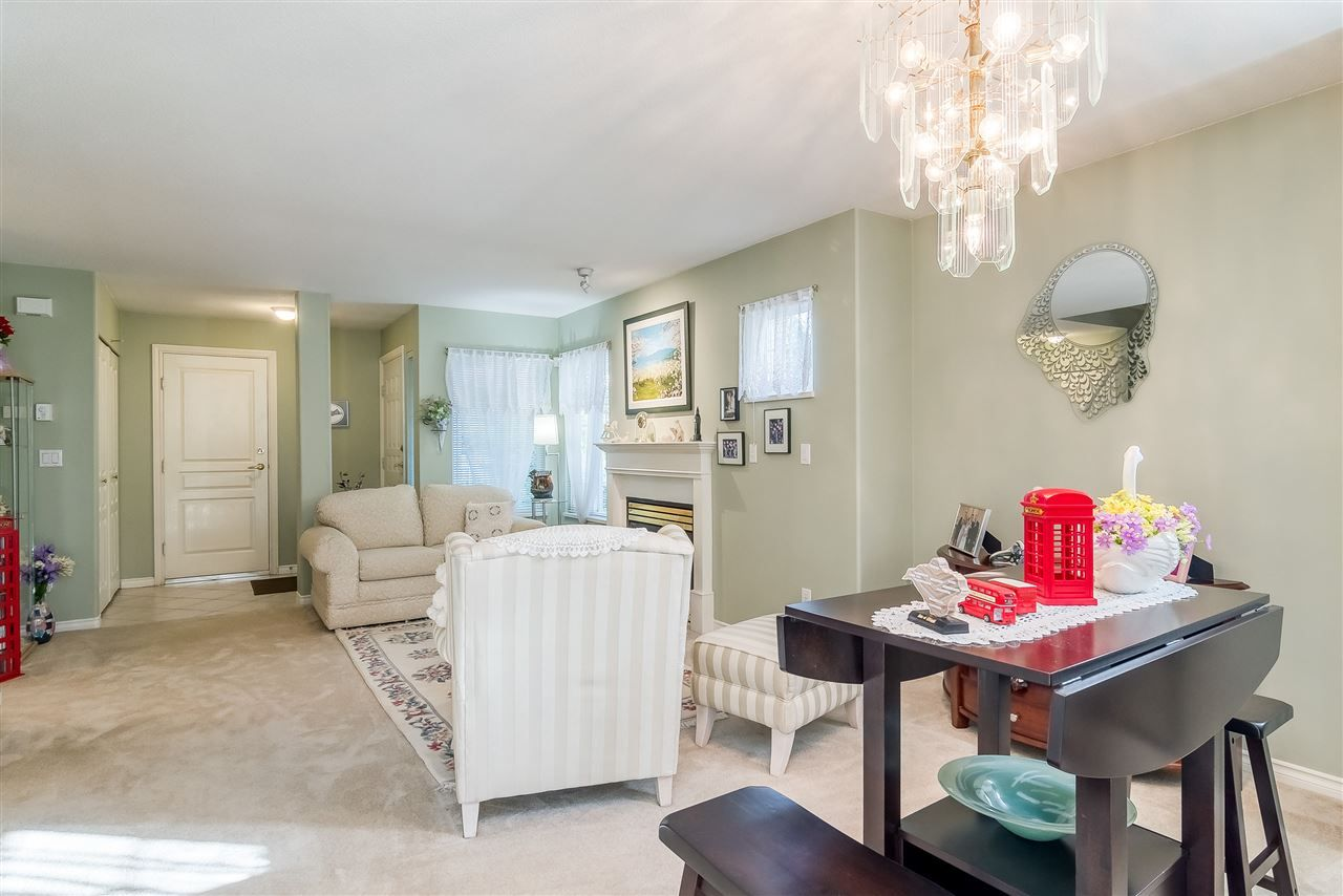 """Photo 6: Photos: 17 13499 92 Avenue in Surrey: Queen Mary Park Surrey Townhouse for sale in """"CHATHAM LANE"""" : MLS®# R2403467"""