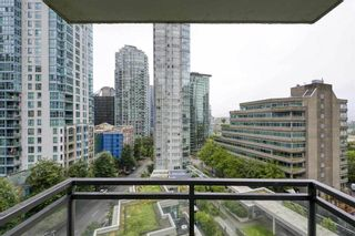 "Photo 5: 804 1211 MELVILLE Street in Vancouver: Coal Harbour Condo for sale in ""THE RITZ"" (Vancouver West)  : MLS®# R2538480"