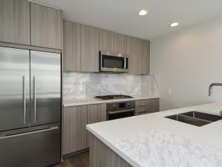 Photo 8: 216 3289 RIVERWALK AVENUE in Vancouver: South Marine Condo for sale (Vancouver East)  : MLS®# R2411434