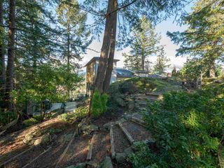 """Photo 30: 313 SKYLINE Drive in Gibsons: Gibsons & Area House for sale in """"THE BLUFF"""" (Sunshine Coast)  : MLS®# R2560064"""
