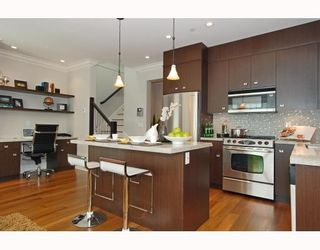 Photo 2: 372 E 47th in Vancouver: House for sale : MLS®# V784217