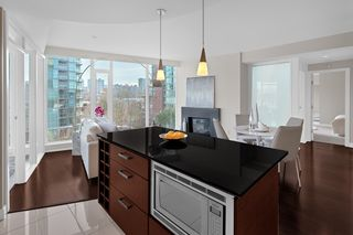 """Photo 8: 603 1925 ALBERNI Street in Vancouver: West End VW Condo for sale in """"Laguna Parkside"""" (Vancouver West)  : MLS®# R2429740"""