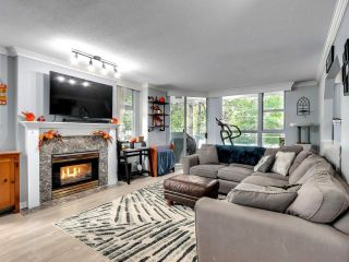 """Photo 2: 302 412 TWELFTH Street in New Westminster: Uptown NW Condo for sale in """"WILTSHIRE HEIGHTS"""" : MLS®# R2625659"""
