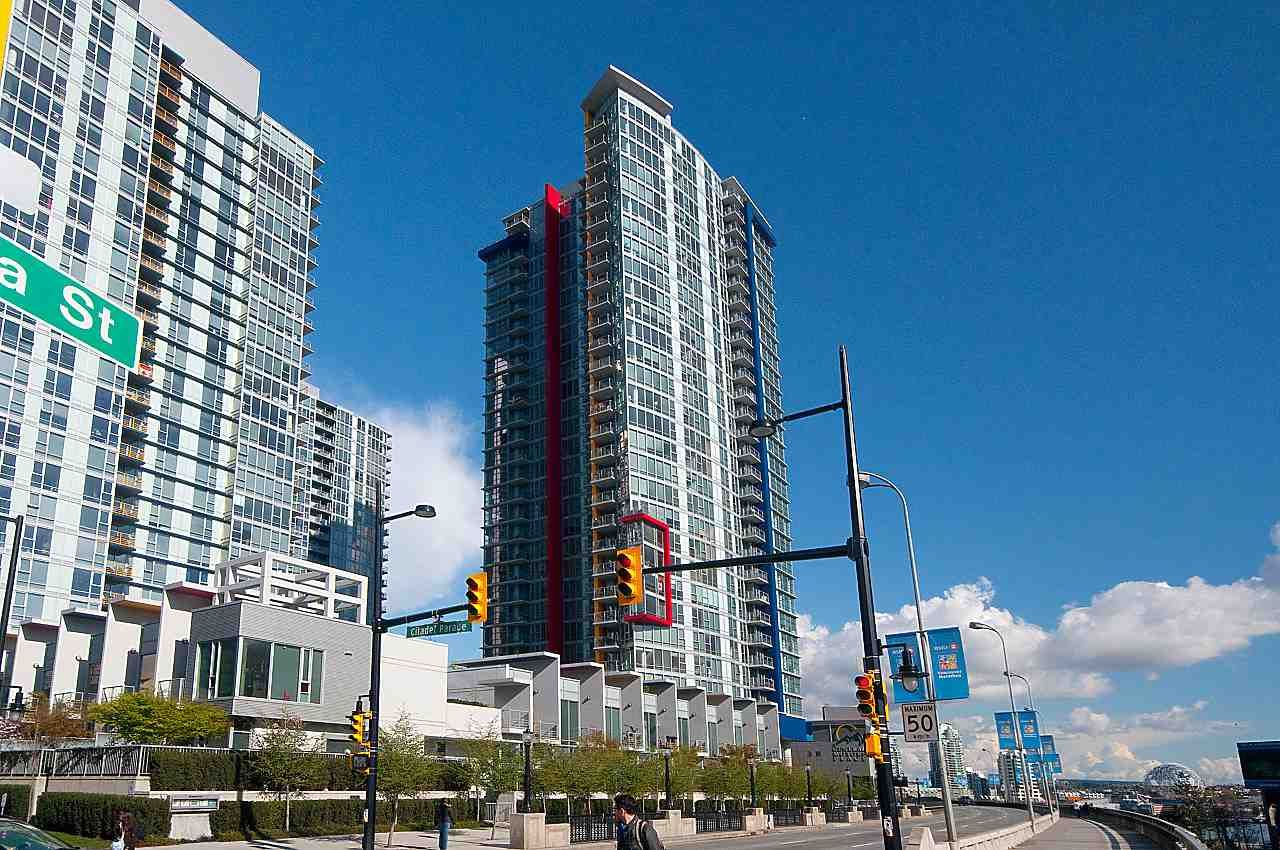 Main Photo: 706 131 REGIMENT SQUARE in : Downtown VW Condo for sale