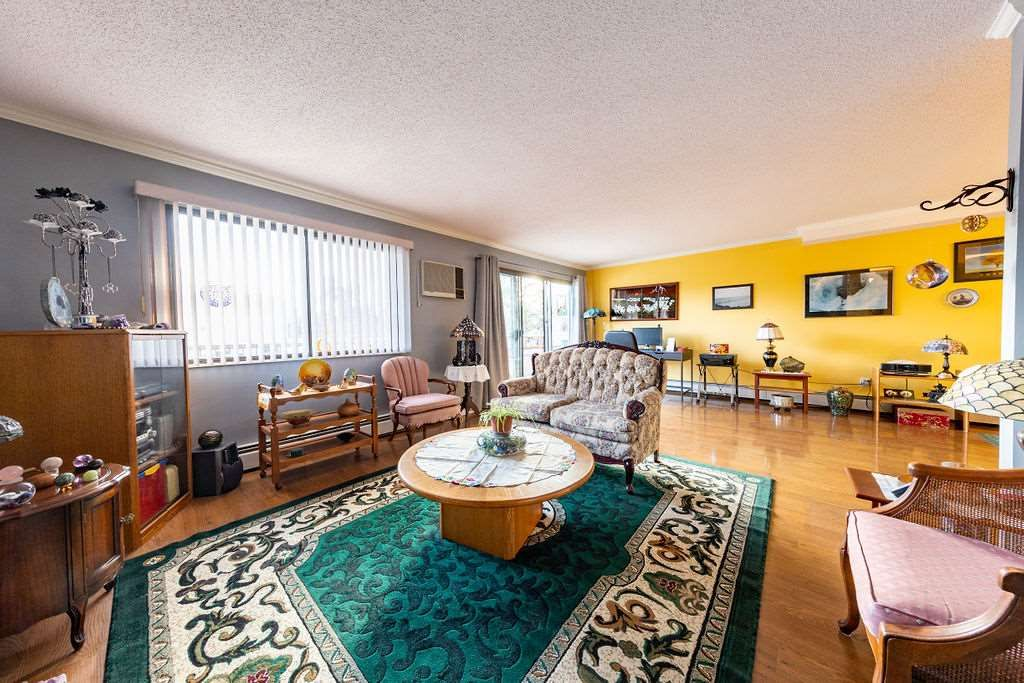 """Main Photo: 101 20420 54 Avenue in Langley: Langley City Condo for sale in """"RIDGEWOOD MANOR"""" : MLS®# R2545254"""