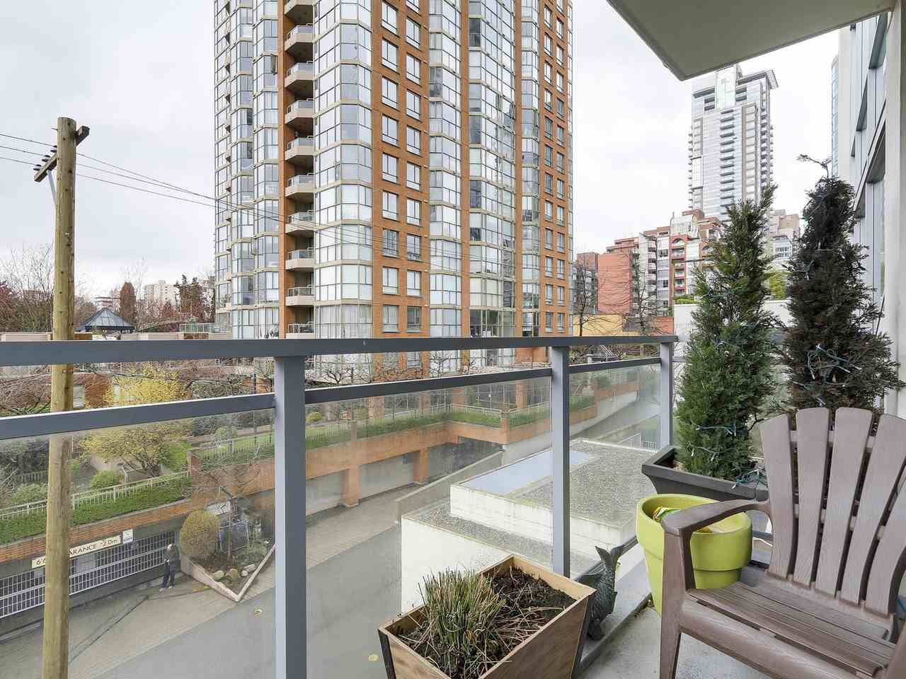 Photo 19: Photos: 401 1455 HOWE STREET in Vancouver: Yaletown Condo for sale (Vancouver West)  : MLS®# R2145939