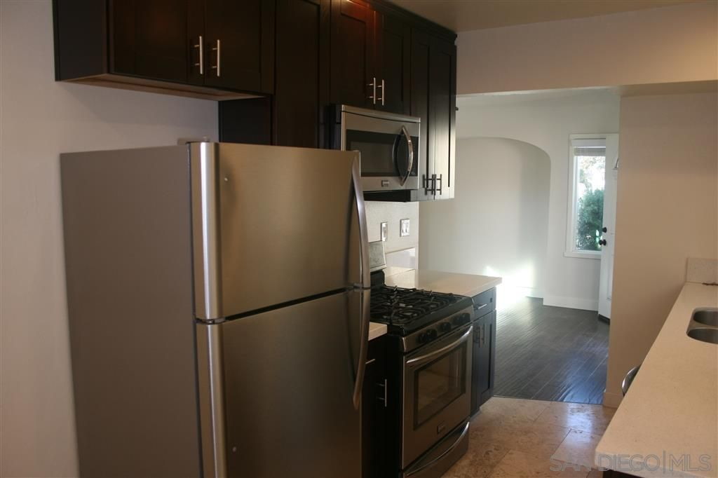 Photo 2: Photos: UNIVERSITY HEIGHTS Twin-home for rent : 1 bedrooms : 2117 Howard Ave in San Diego