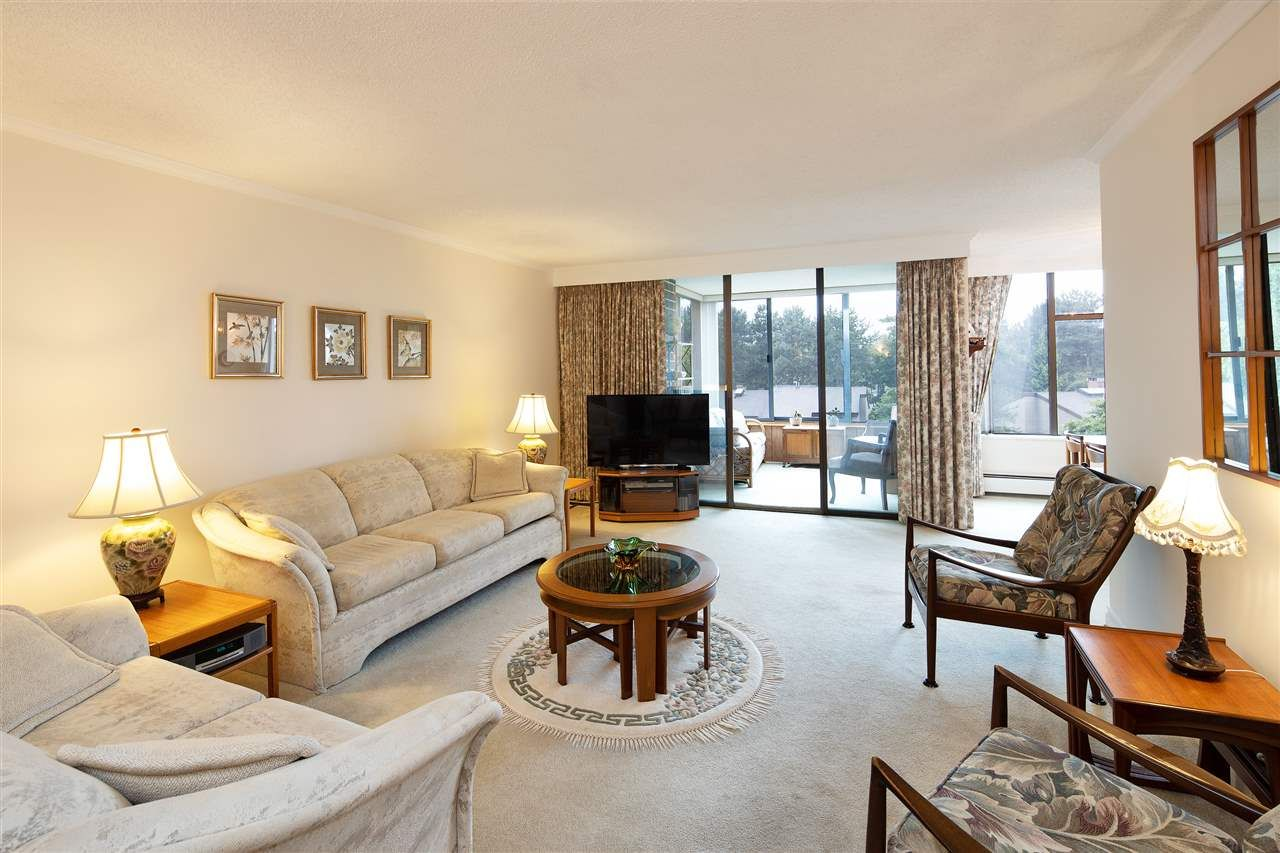 """Main Photo: 408 4101 YEW Street in Vancouver: Quilchena Condo for sale in """"Arbutus Village"""" (Vancouver West)  : MLS®# R2569818"""