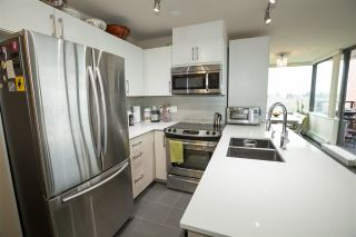 """Photo 4: 706 2689 KINGSWAY in Vancouver: Collingwood VE Condo for sale in """"SKYWAY TOWER"""" (Vancouver East)  : MLS®# R2146581"""