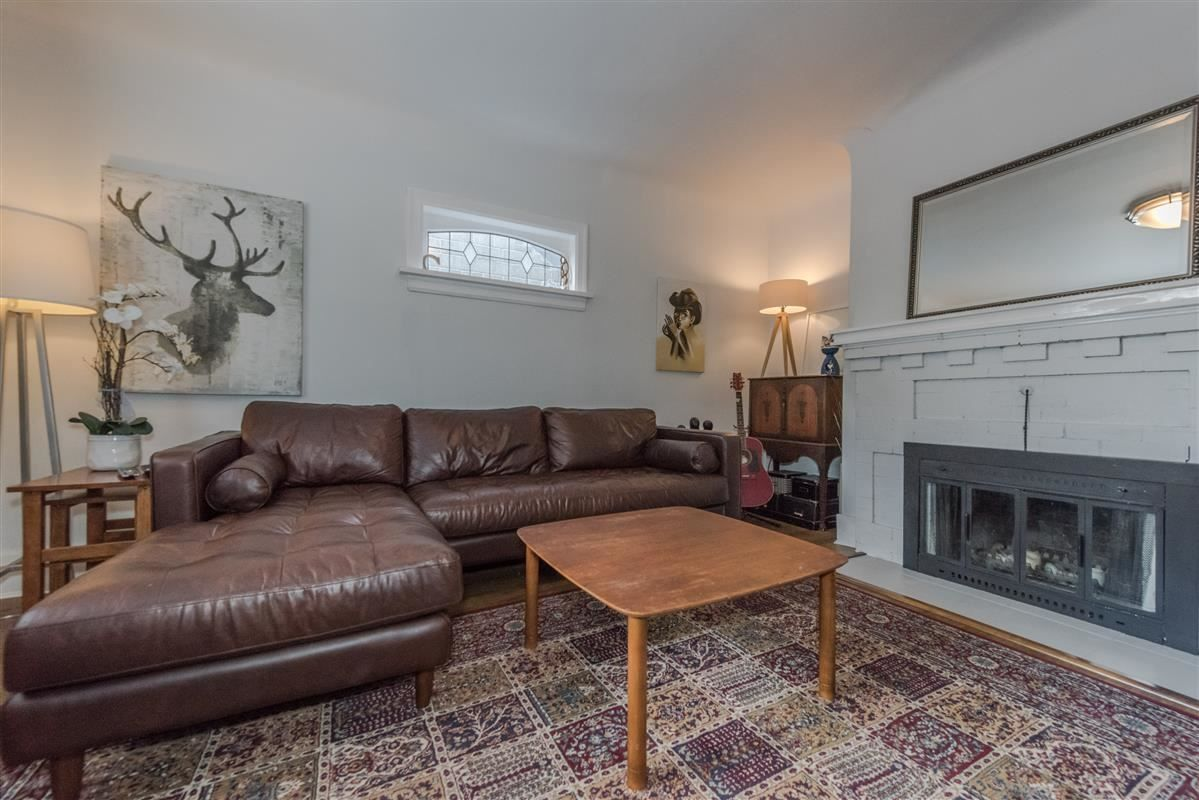 Photo 2: Photos: 2225 E 27TH AVENUE in Vancouver: Victoria VE House for sale (Vancouver East)  : MLS®# R2206387