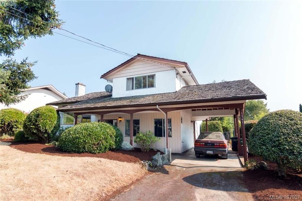 Main Photo: 1741 Garnet Rd in VICTORIA: SE Mt Tolmie House for sale (Saanich East)  : MLS®# 794242