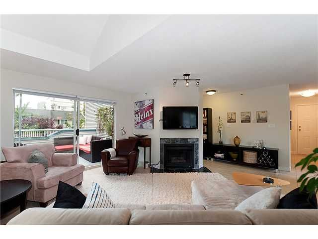 Photo 3: Photos: 401 1465 COMOX Street in Vancouver: West End VW Condo for sale (Vancouver West)  : MLS®# V957828