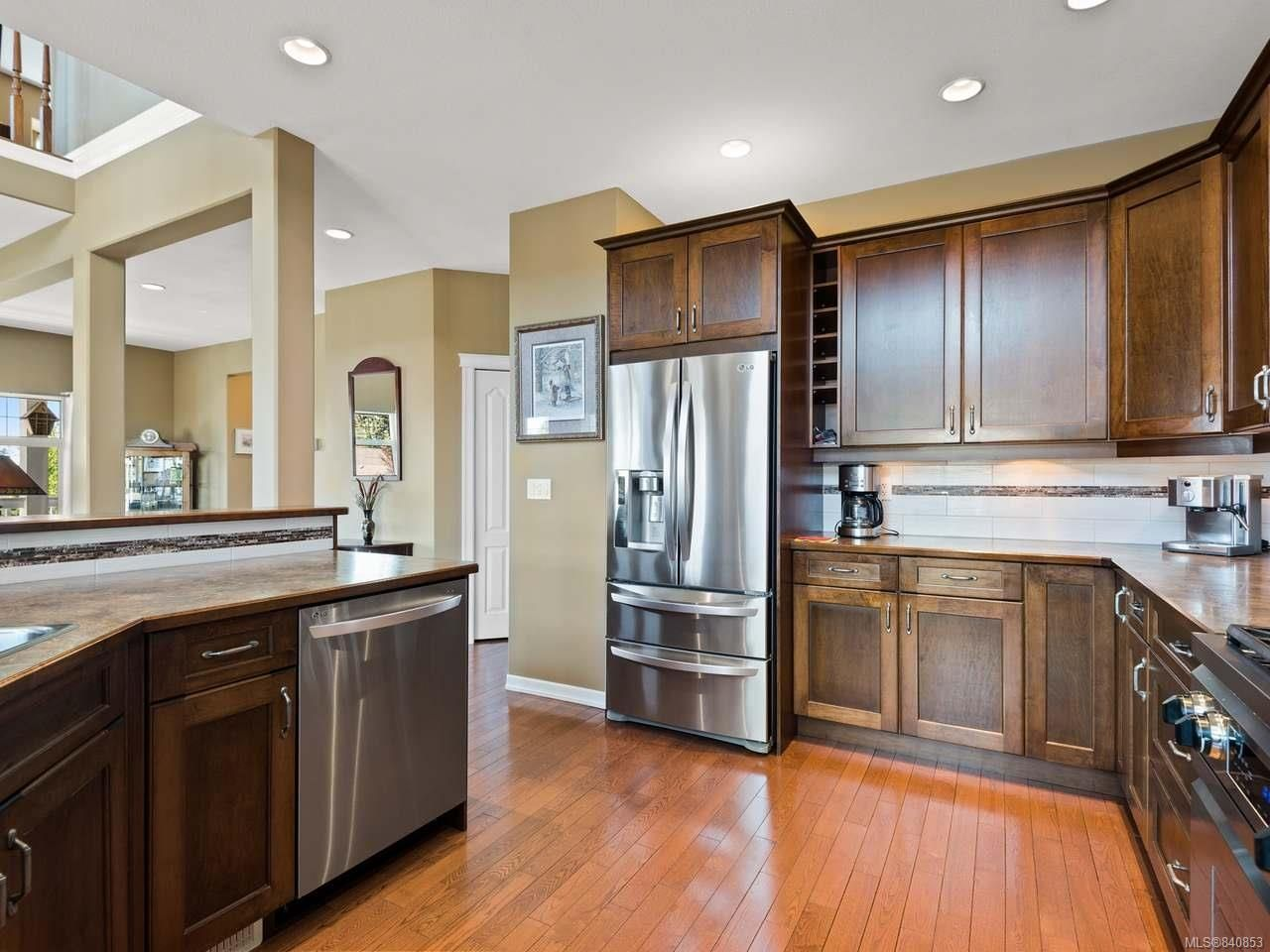 Photo 6: Photos: 206 Marie Pl in CAMPBELL RIVER: CR Willow Point House for sale (Campbell River)  : MLS®# 840853