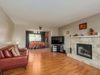 Photo 2: 19566 PARK ROAD in Pitt Meadows: Mid Meadows House for sale : MLS®# R2047749
