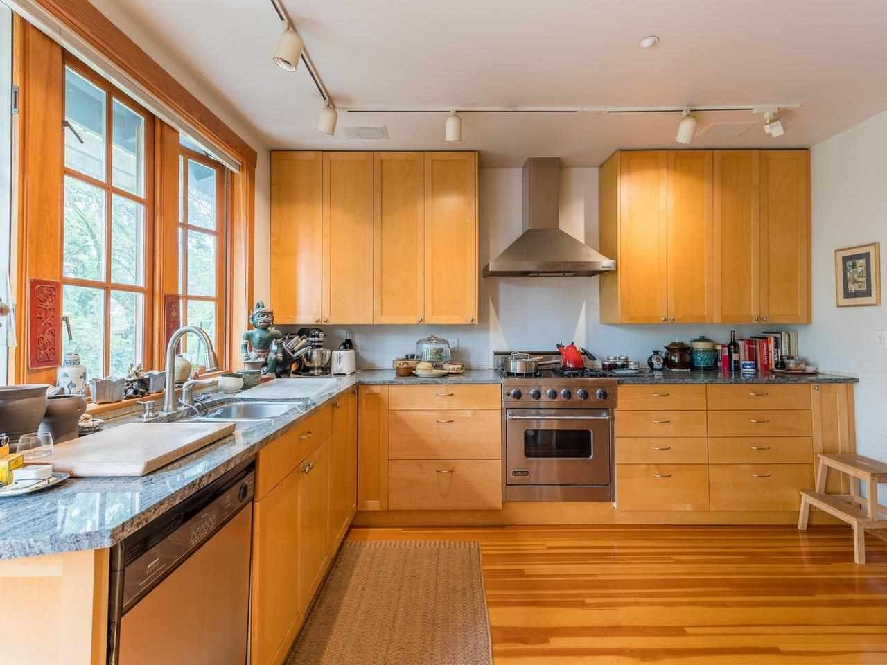 Photo 7: Photos: 2556 W 2ND Avenue in Vancouver: Kitsilano House for sale (Vancouver West)  : MLS®# R2593228
