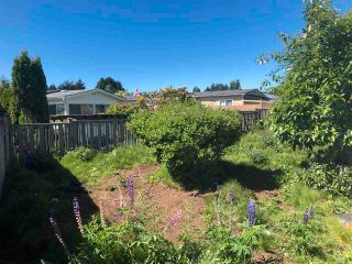 """Photo 9: 15830 SUFFOLK Drive in Surrey: Sunnyside Park Surrey Manufactured Home for sale in """"Cranley Place"""" (South Surrey White Rock)  : MLS®# R2589311"""