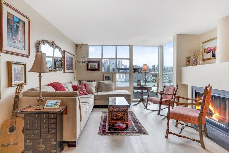 FEATURED LISTING: 2215 OAK Street Vancouver